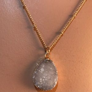 Jewelry - GOLD AND AGATE NECKLACE. NWT